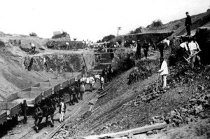 Hand-dug excavation on Scarborough line 1885. victorianweb.org/technology/railways/17.html